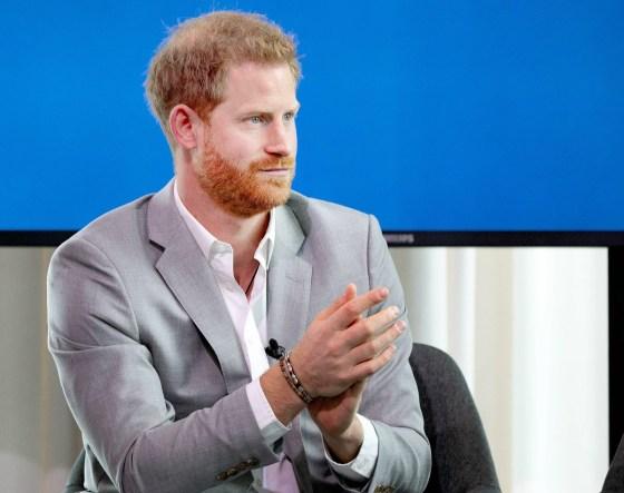 Il principe Harry durante l'inizio della nuova partnership tra Booking.com, Ctrip, TripAdvisor e Visa