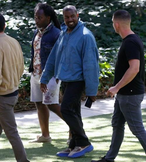 Kanye West è stato avvistato a Los Angeles mentre visitava il Golden Heart Ranch a Malibu