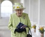 Sua Maestà la Regina durante la sua visita alla Royal Australian Air Force Memoria
