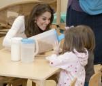 La duchessa di Cambridge porta il suo importante sondaggio a Londra durante una visita per colazione alla LEYF (London Early Years Foundation) presso la Stockwell Gardens Nursery & Pre-school.