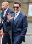 Tom Cruise partecipa alle finali di Wimbledon con le co-star di Mission Impossible Hayley Atwell e Pom Klementieff