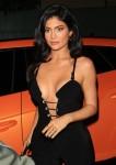 Kylie Jenner e Kim e Khloe Kardashian scuotono la stanza in tute sexy per la festa 818 Tequila di Kendall!