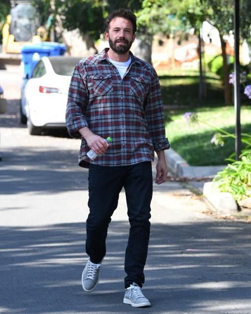 Ben Affleck pays a kind visit to ex Jennifer Garner's home to see his children