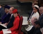 La britannica Kate, duchessa di Cambridge, in primo piano al centro, siede con il principe Willia