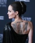 """L'attrice Angelina Jolie indossa Atelier Versace con gioielli Cartier arriva alla Premiere mondiale di """"Maleficent: Mistress of Evil"""" di Disney tenutasi all'El Capitan Theatre il 30 settembre 2019 a Hollywood e Los Angeles, California, Stati Uniti."""