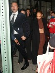 "Jennifer Lopez e Ben Affleck si tengono per mano mentre lasciano l'after party di ""The Last Duel"""