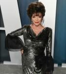 Joan Collins arriva al Vanity Fair Oscar Party 2020 tenutosi al Wallis Annenberg Center per il...