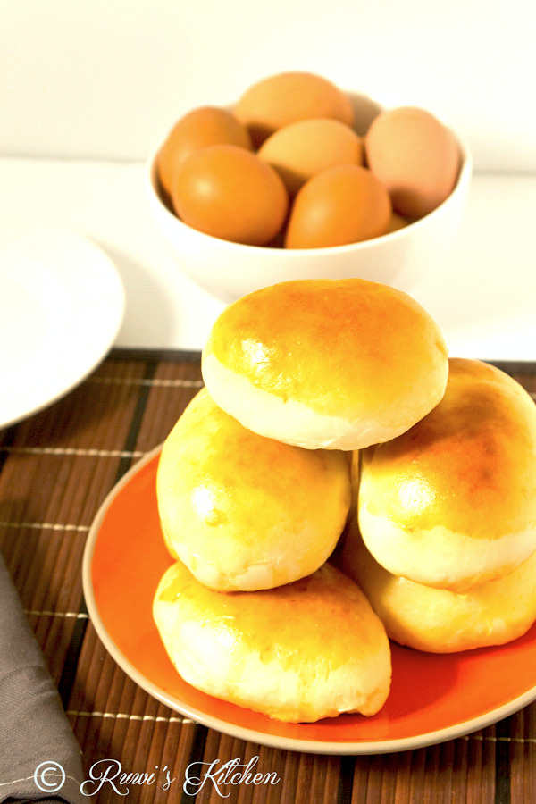 These delicious Sri Lankan Egg and Seeni Sambol Buns are soft, fluffy and filled with spicy caramelized onions and hard-boiled eggs. Excellent for breakfast, snack, Lunchboxes, and picnics.
