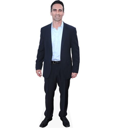 Nestor Carbonell (Suit)