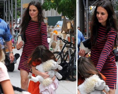 katie-holmes-Valextra-for-Holmes-&-Yang-Two-Tone-Envelope