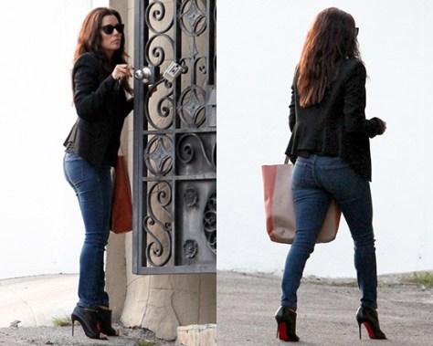 Eva Longoria in Henry & Belle Skinny Jeans & Christian Louboutin Diptic Booties