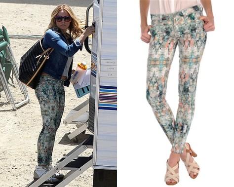 Kristen Bell wearing Paige Denim Verdugo Ultra Skinny Jeans in Daydreamer