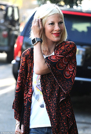 tori-spelling-cash-smartwatch-dress-silver-stingray