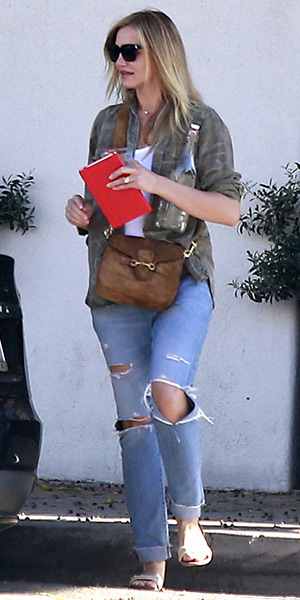 Cameron Diaz leaving a Beverly Hills nail salon carrying a Gucci Lady Web Suede Shoulder Bag - March 2015