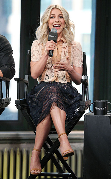 Self-Portrait Sofia Pleated Guipure Lace Skirt and Stuart Weitzman Nearlynude Suede Sandals as seen on Julianne Hough