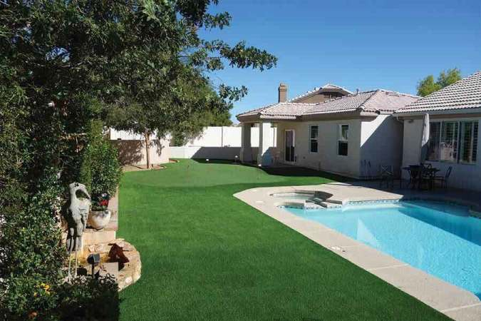 synthetic-grass-and-pool