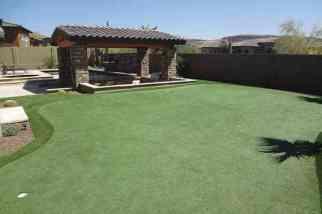 synthetic-grass-backyard-golf-green