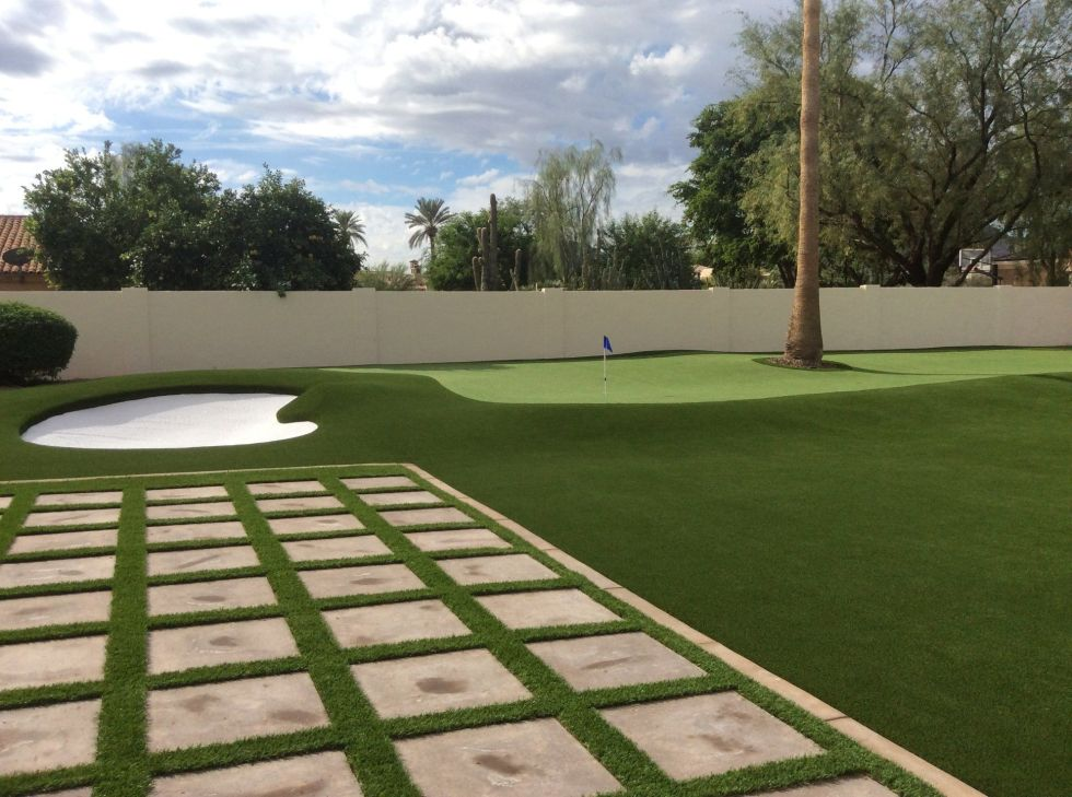 4000 square foot backyard lawn and putting green in Paradise Valley