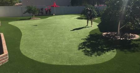 Beautiful home putting green in Phoenix, AZ