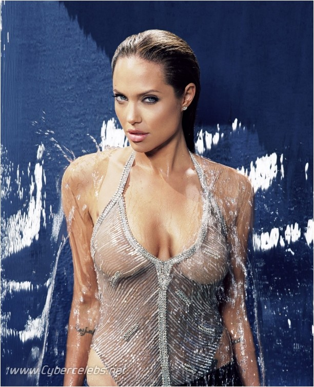 https://i1.wp.com/www.celebsandstarsnude.com/comis/angelina-jolie/angelina-jolie_09.jpg