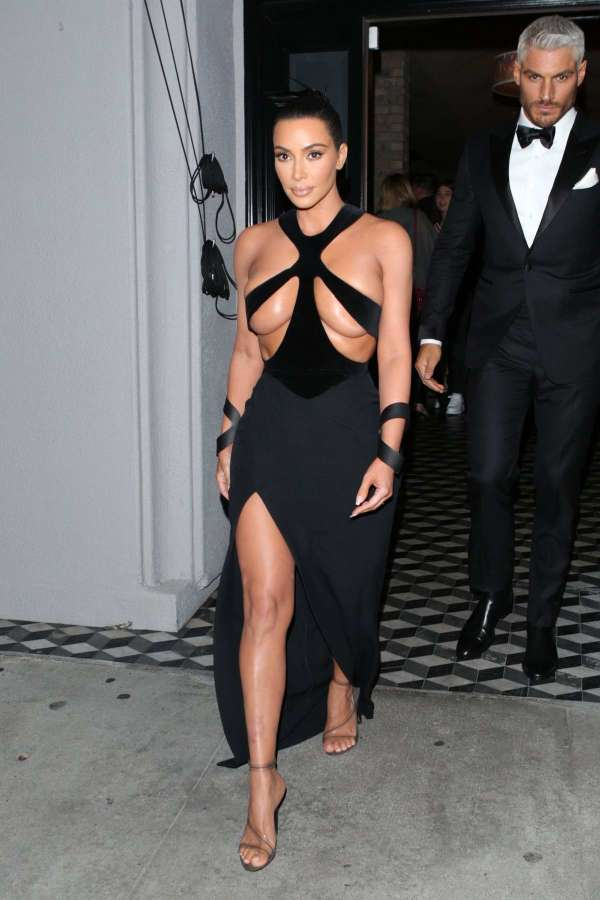 Kim Kardashian stuns in a Thierry Mugler dress as she ...