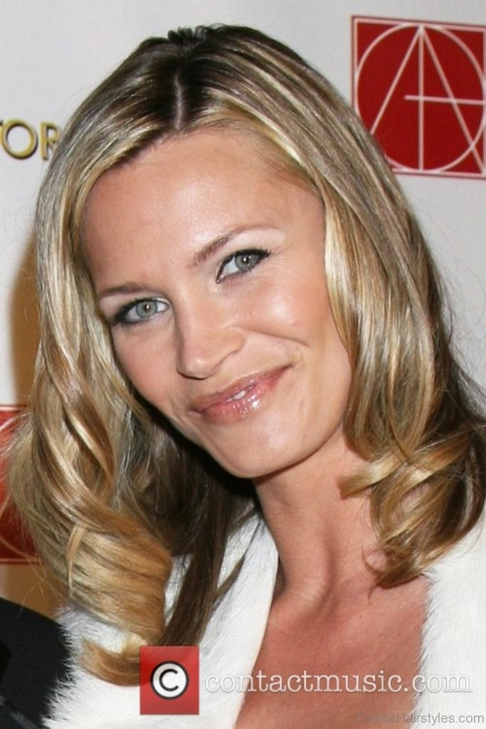 41 Stylish Hairstyles Of Natasha Henstridge