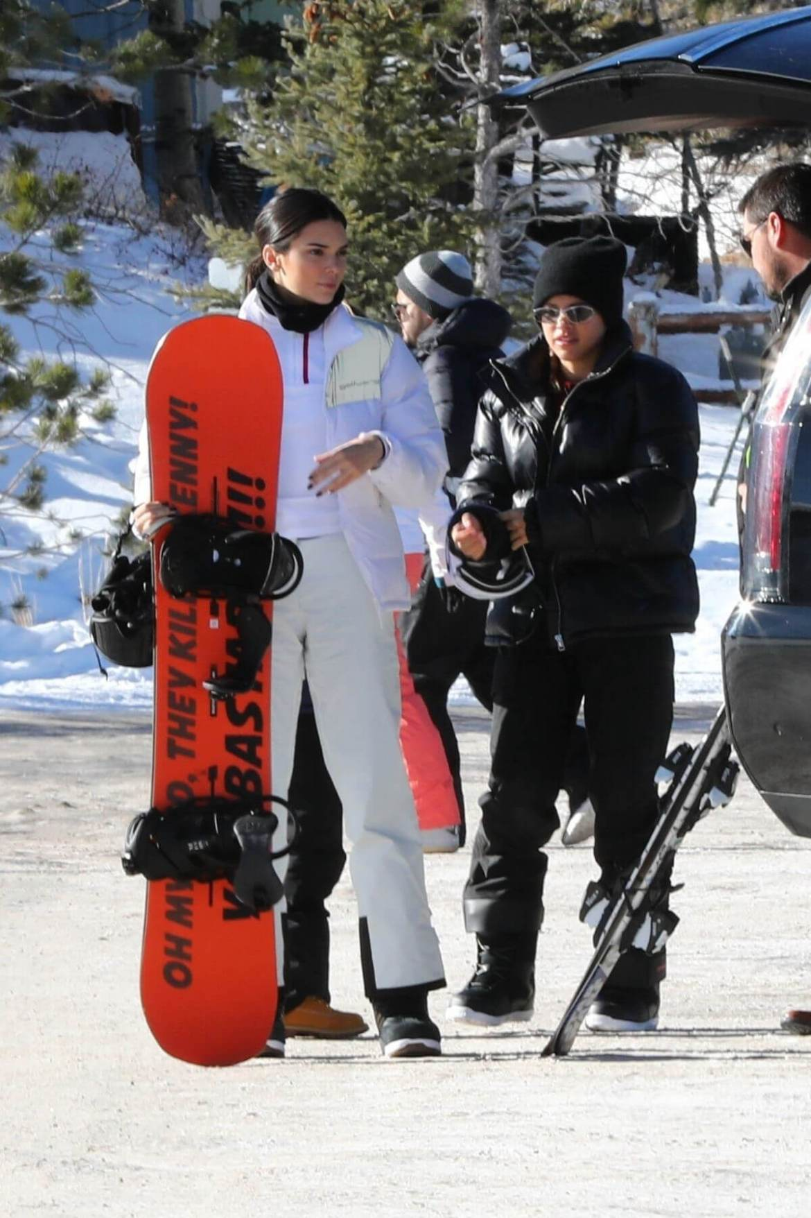 Kendall Jenner, Kourtney Kardashian and Sofia Richie Out on Slopes in Aspen 2018/12/30