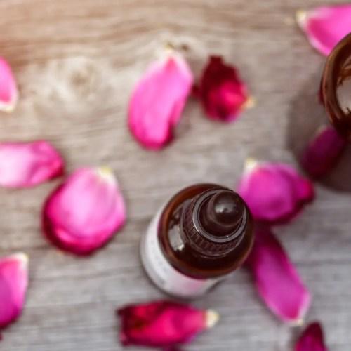 5 indispensables à ma routine soin du visage naturelle selon les principes du layering et de la slow cosmétique