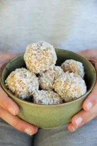 Energy balls vegan aux amandes, oranges sanguines et noix de coco (recette facile et rapide)