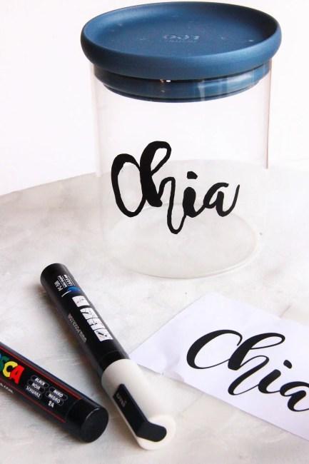 Customisez vos bocaux en verre en notant le nom des aliments