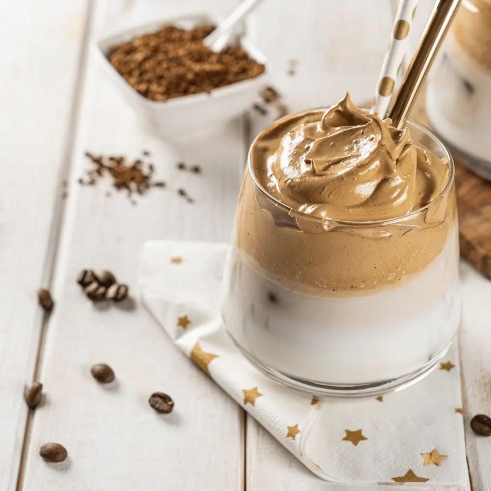 Testez ma recette de Dalgona Coffee: une crème de café hyper onctueuse