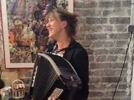 Céline à l'accordéon