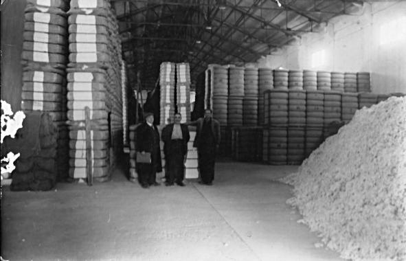 Binéfar, hacia 1955: la Algodonera, almacén (fondo CELLIT)