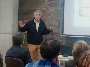 Ignasi Aldomà en un momento de la conferencia «L'aigua i la pedra seca: de les Garrigues a la Llitera» (foto Juan Rovira)