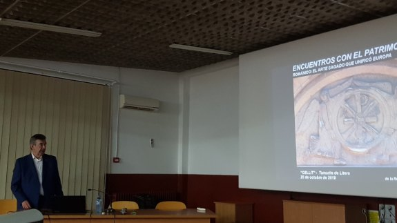 Un momento de la conferencia «El románico: un arte sagrado» (foto Ana Domínguez)