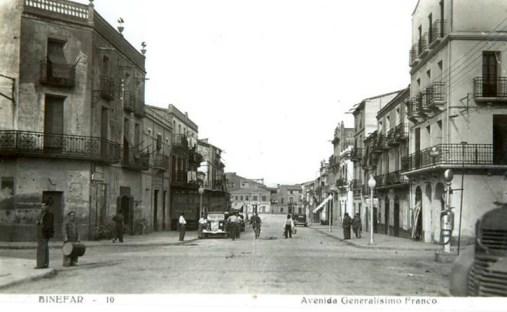 Binéfar, hacia 1945: avenida Generalísimo, hoy avenida Aragón (postal sin autor)