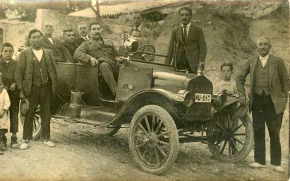 Gabasa, hacia 1920: el señor Vicente Fuster con autoridades (colección Casa Madart)