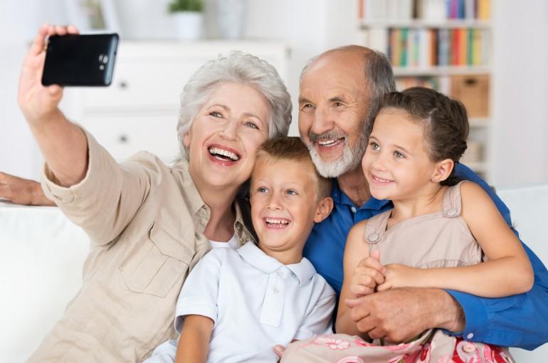 cellulare con fotocamera per anziani