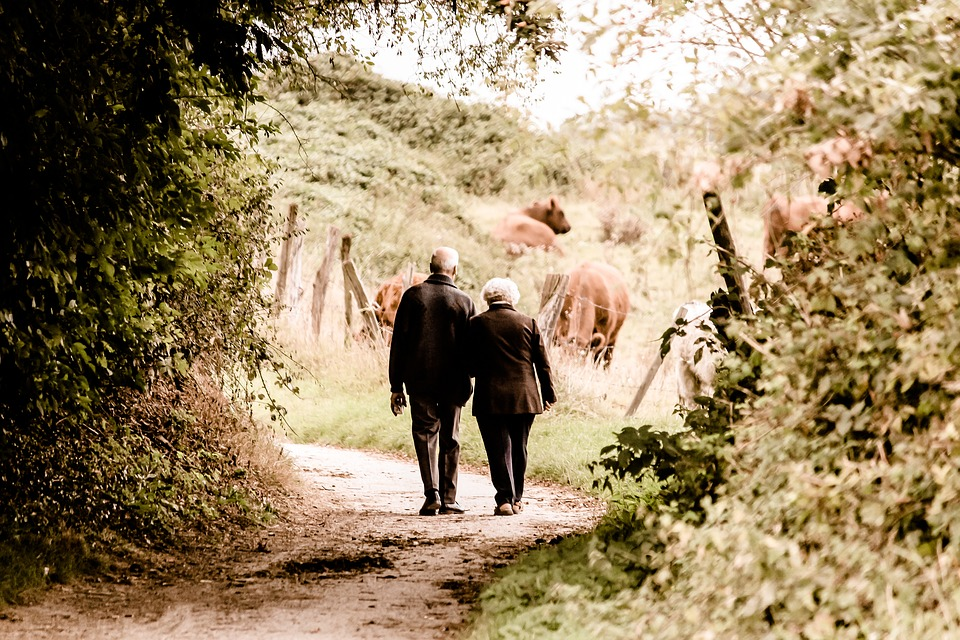 Image of retired couple