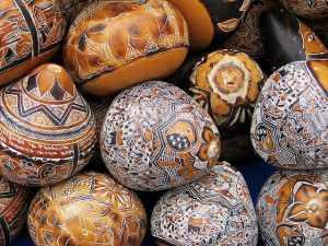 Bemalte Flaschenkürbisse aus Kolumbien