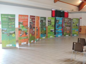 """Présentation de l'exposition """"Zones humides"""" du Cen Rhône-Alpes lors de la signature du contrat"""