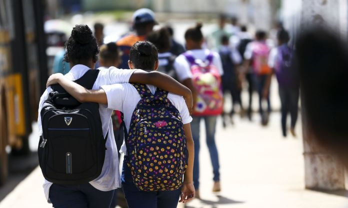 escola, estudantes, cyberbullying