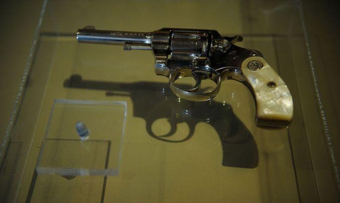 importação de revólveres