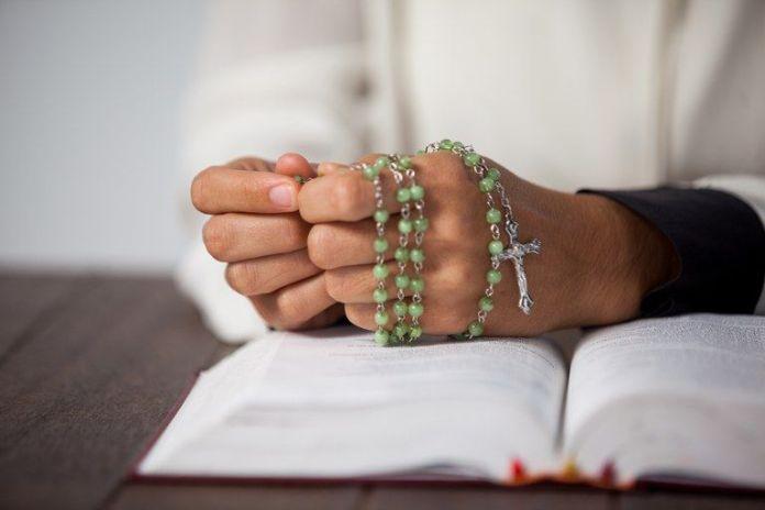 rezando oraçao