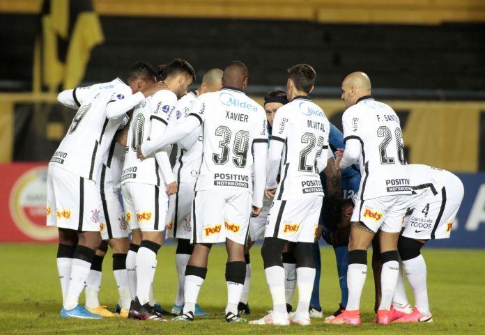 Corinthians é superado pelo Peñarol e dá adeus à Copa Sul-americana.