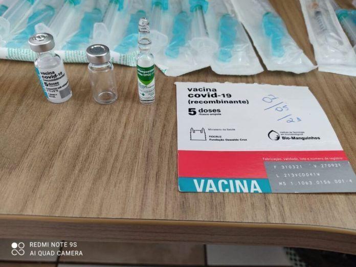 Falsa enfermeira tenta vender vacina contra a Covid-19 e é presa em flagrante com os frascos
