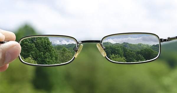 ¿Cuáles son los signos y síntomas de la miopía?