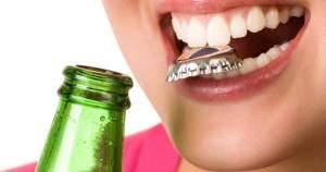 Estos son los hábitos que debes evitar para cuidar tus dientes