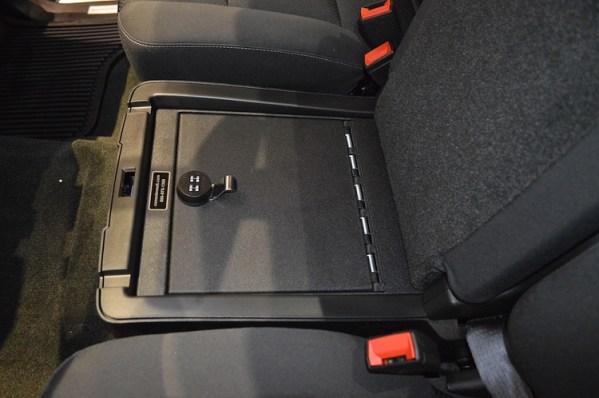 chevrolet_silverado-3500_2015-2017_cv1060_under-seat-console