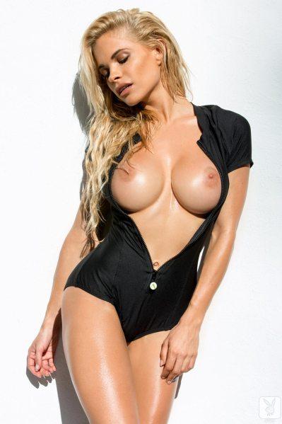 https://i1.wp.com/www.centerfoldsblog.com/wp-content/uploads/2014/06/playboy-playmate-dani-mathers-removes-her-black-wetsuit-near-the-pool6.jpg?resize=399%2C599